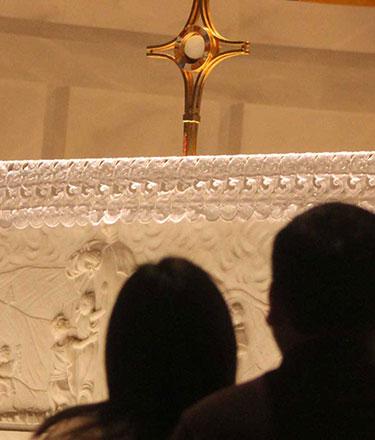 Esta noche hay un matrimonio orando por tus necesidades